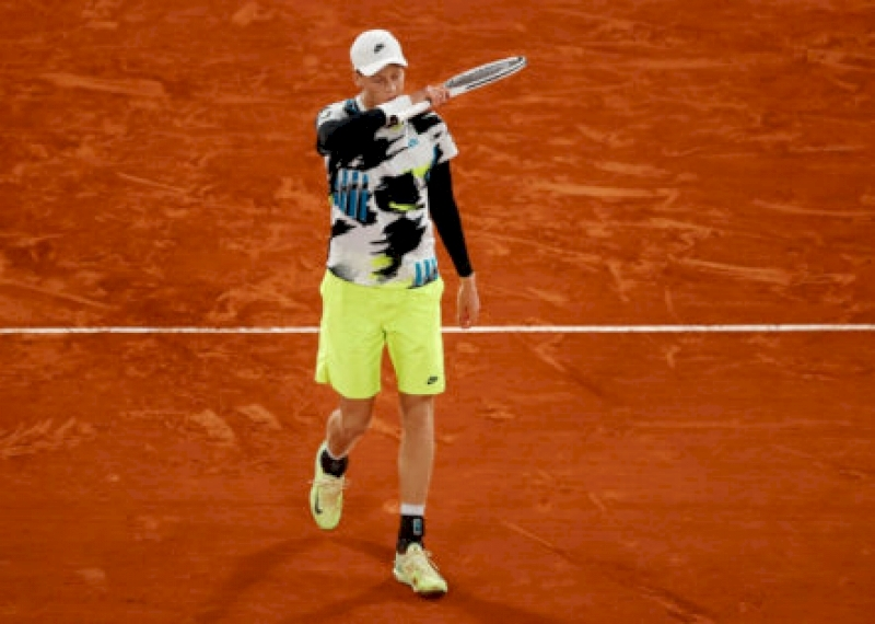 jannik-sinner-announces-unfortunate-news-after-french-open-2020-success