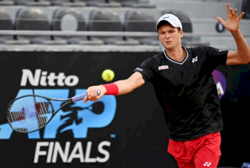 watch:-hubert-hurkacz-constructs-'rally-of-the-year'-at-atp-cologne-2020