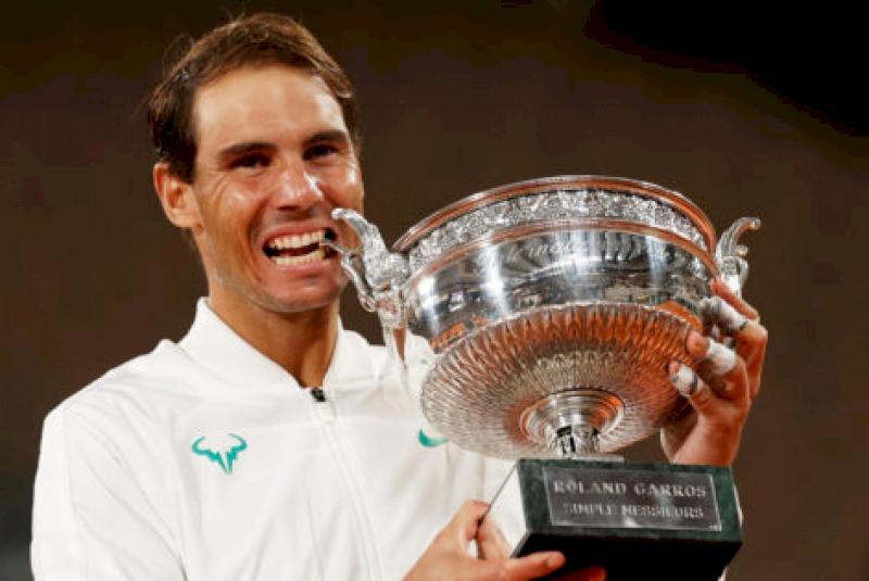 """don't-expect-rafa-to-retire"":-22-time-grand-slam-champion-heaps-praise-on-rafael-nadal's-recent-milestone"